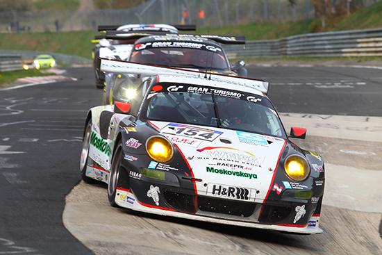 Jochen Krumbach und der Porsche 911 GT3 RSR von WTM-Racing bei der Anfahrt ins Karussell. Quelle: Hardy Elis